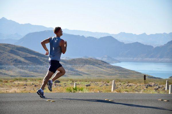 sportler trainieren im Höhenleistungszentrum