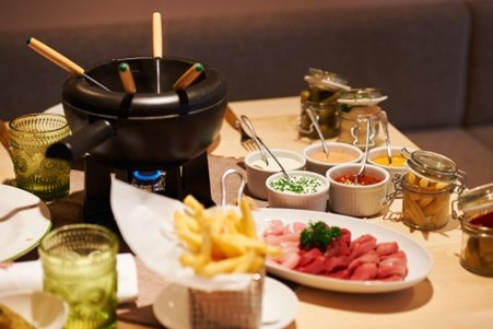 Enjoy a Fondue Chinoise in your apartment